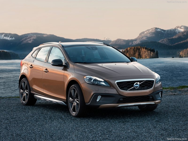 Volvo-V40_Cross_Country_2013_800x600_wallpaper_01