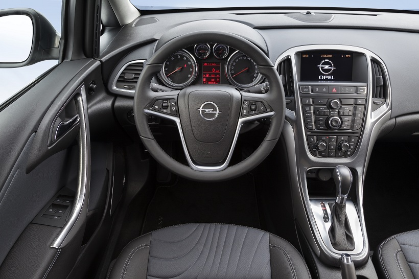 Opel_Astra_Sedan_Interior_