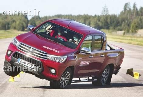 toyota-hilux-in-driving-1